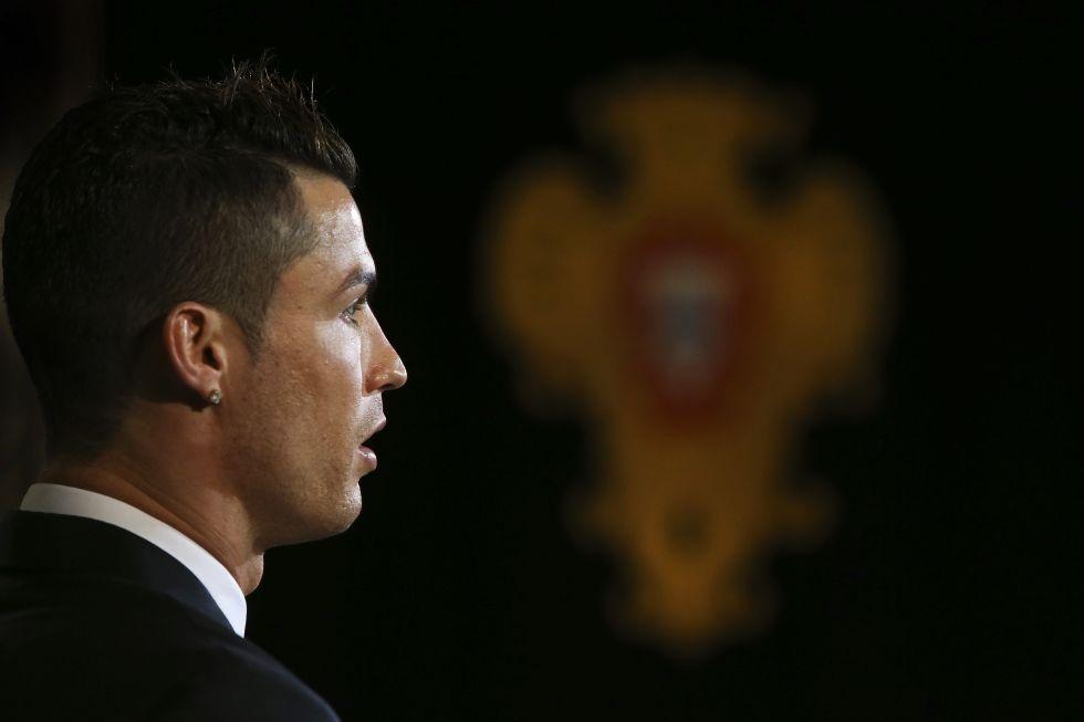 C.Ronaldo trong lễ bốc thăm chia bảng Champions League 2014-15