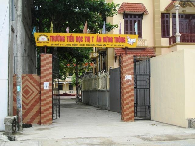 Trường tiểu học thị trấn Rừng Thông.