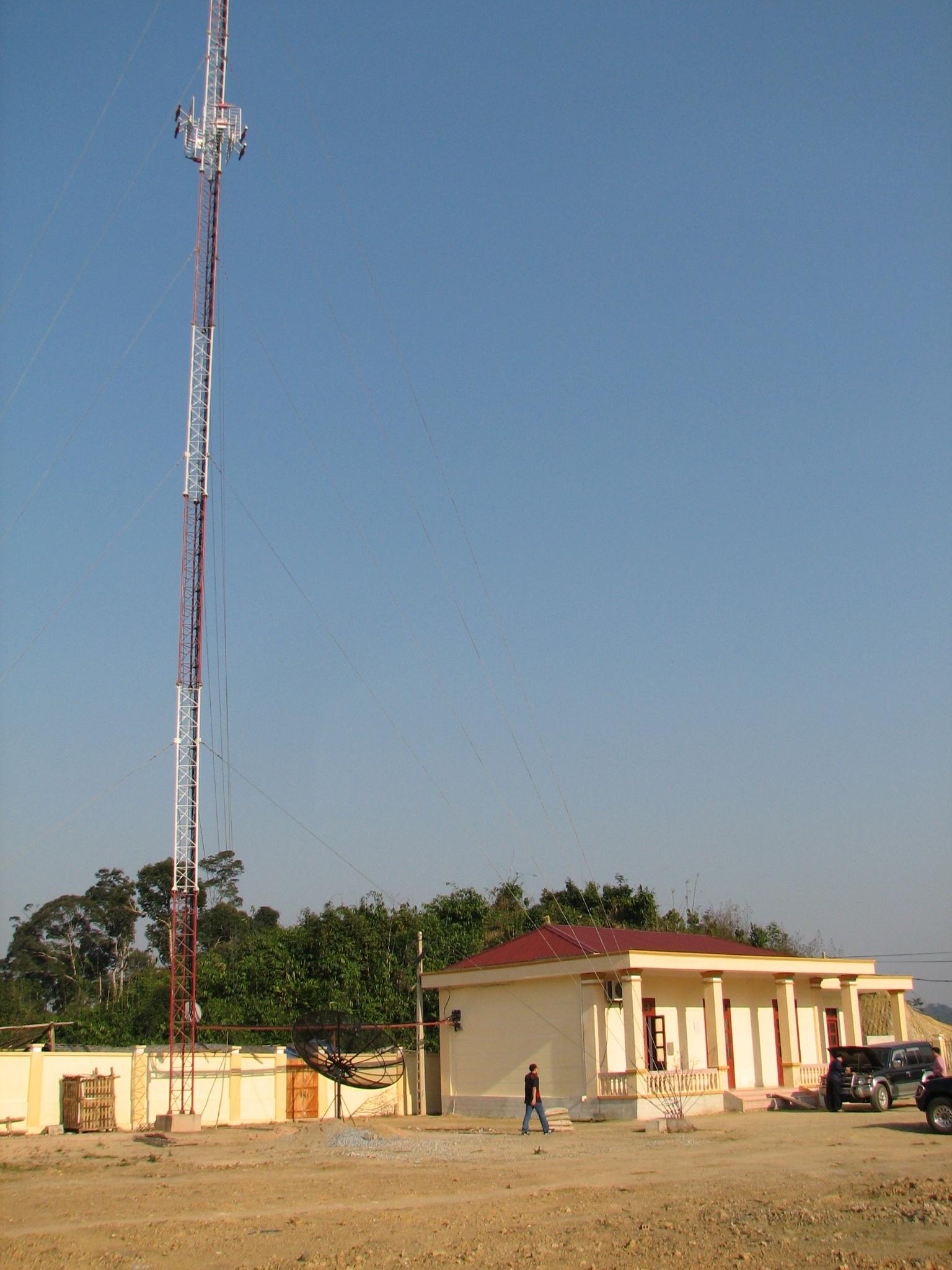 Sét đánh rụng trạm thu phát sóng truyền hình ở Cổng Trời