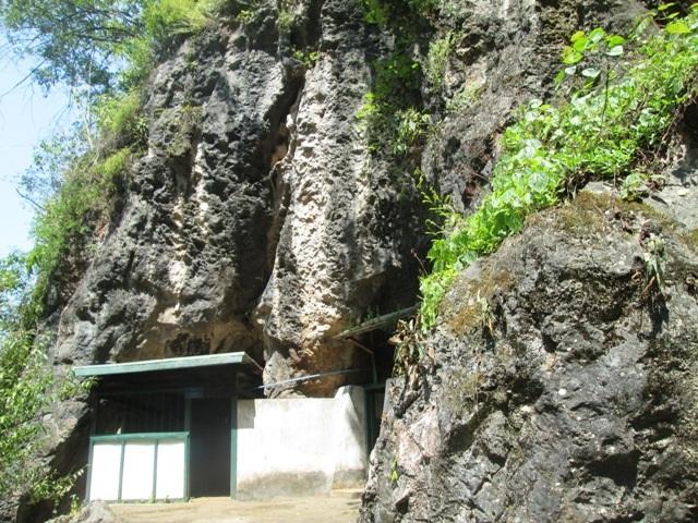 Hang CayXỏnPhomvihản- nơi nhiều lần Đại tướng Võ Nguyên Giáp đặt chân đến
