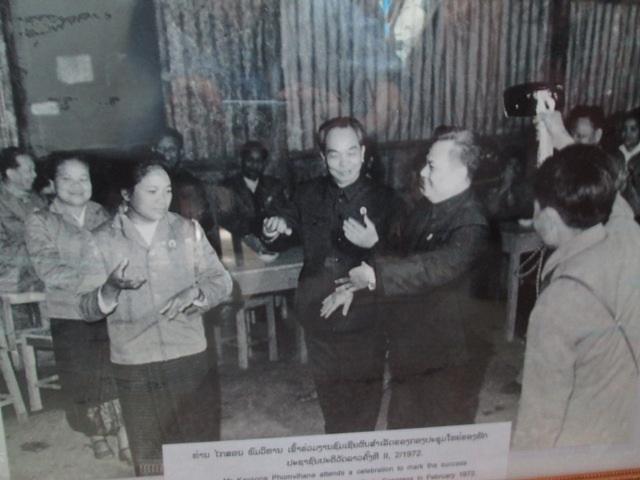Đại Tướng Võ Nguyên Giáp nhảy Lăm vông với CayXỏn Phômvihản năm 1972
