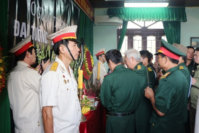 Người dân cả nước lập bàn thờ tưởng nhớ Đại tướng