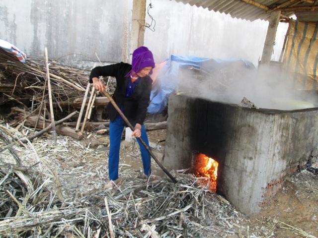 Để mật thơm ngon cần phải canh chừng bếp lửa, không được để lửa quá to hoặc quá nhỏ