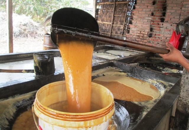 Khi thấy mật đặc sền sệt và có màu vàng đỏ là lúc sản phẩm mật đã được hoàn thành
