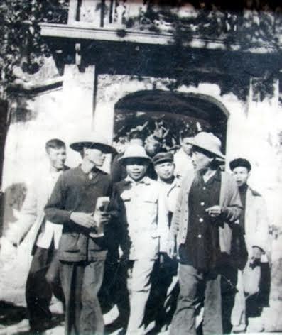 Bác Hồ về thăm nhân dân Yên Trường năm 1961