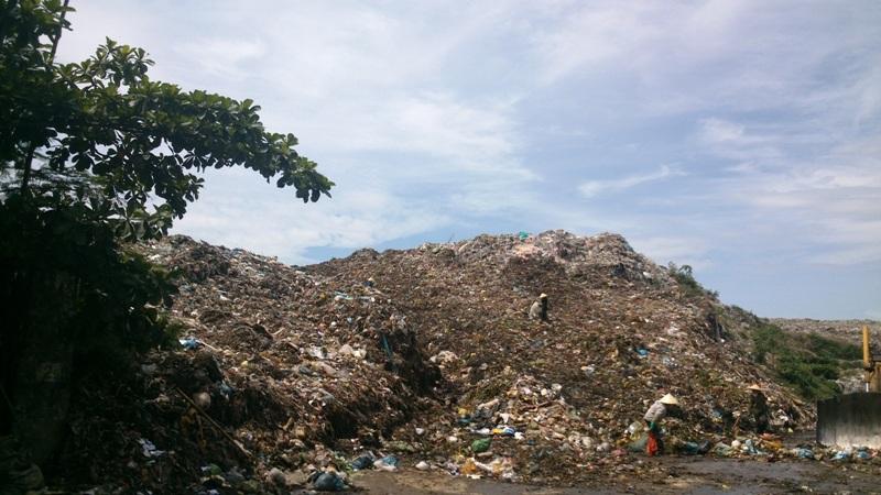 Bãi rác khổng lồ này là nỗi kinh hãi của hàng nghìn hộ dân hơn 10 năm qua
