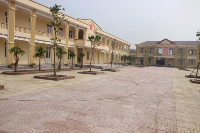 Trường mới xây chuẩn bị đưa vào sử dụng vẫn bắt học sinh đóng tiền sửa chữa
