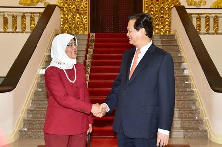 Thủ tướng Nguyễn Tấn Dũng và Chủ tịch Quốc hội Singapore Halimah Yacob tại cuộc hội kiến.