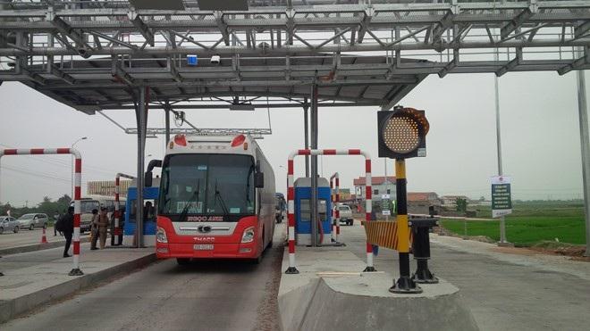 Trạm thu phí không dừng thí điểm trên Quốc lộ 1 đoạn qua Quảng Bình.