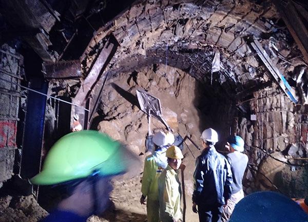Hiện trường vụ sập hầm thuỷ điện Đạ Dâng tại Lâm Đồng xảy ra vào những ngày cuối năm 2014.