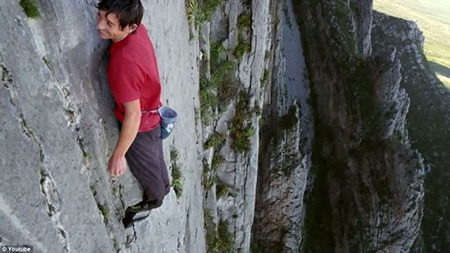 Đứng tim xem leo núi liều mạng ở Mexico