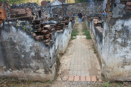 Từ năm 1930 Nhà tù Sơn La được đổi tên thành Ngục Sơn La (từ PriSon thành Penten cier).