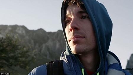 """Nhà leo núi tài ba Honnold cho biết anh leo núi giống như một """"vũ công ba lê""""."""