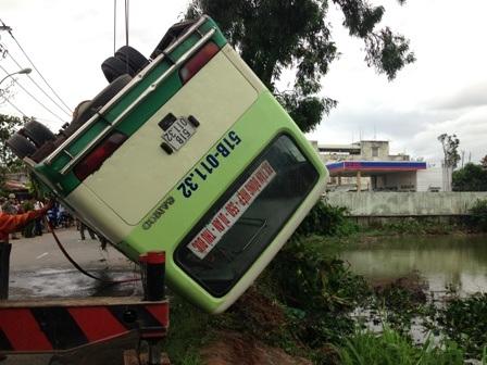 Xe cứu hộ được điều đến trục vớt phương tiện