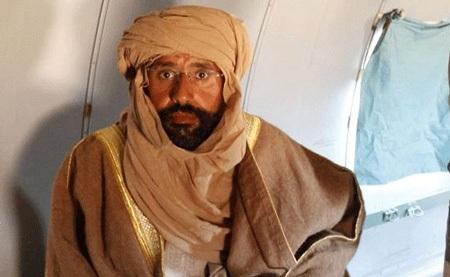 """Hé lộ hình ảnh Gadhafi """"con"""" sau khi bị bắt - 1"""