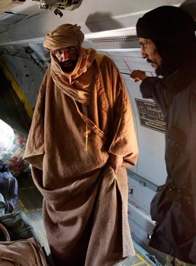 """Hé lộ hình ảnh Gadhafi """"con"""" sau khi bị bắt - 3"""