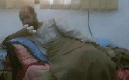 """Hé lộ hình ảnh Gadhafi """"con"""" sau khi bị bắt - 6"""