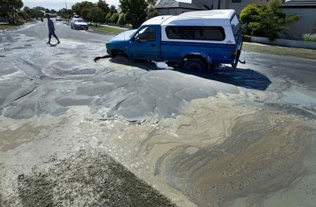 4 trận động đất ở New Zealand biến mặt đất thành bùn - 4