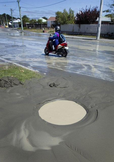 4 trận động đất ở New Zealand biến mặt đất thành bùn - 7