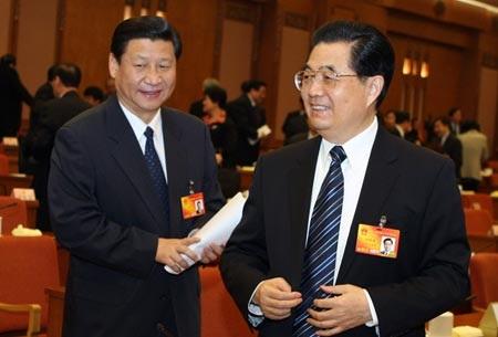Ông Hồ Cẩm Đào (trái) và người kế cận lãnh đạo Tập Cận Bình