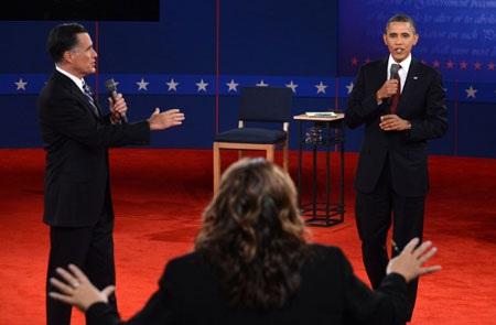 Hai ứng cử viên tranh cãi nảy lửa trong cuộc tranh luận lần 2.