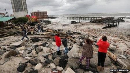 Con đường ven biển nối tiếng của Atlantic City đã bị phá hủy.