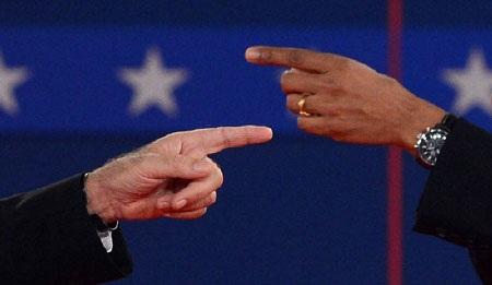 Cuộc tranh luận diễn ra căng thẳng khi có lúc hai ứng viên chỉ tay vào nhau.