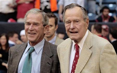 Cựu Tổng thống Bush cha vàBush con.