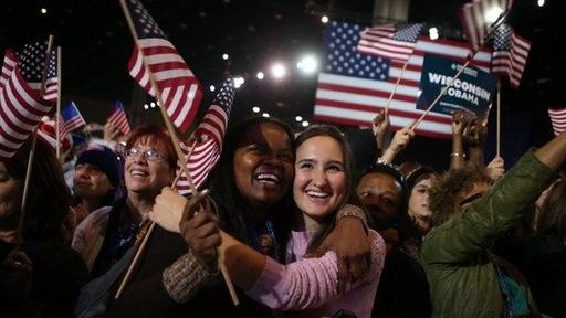 Người ủng hộ Obama hò reo ăn mừng chiến thắng.