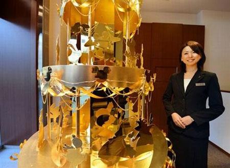 Chiêm ngưỡng cây thông Giáng sinh vàng 4,2 triệu USD
