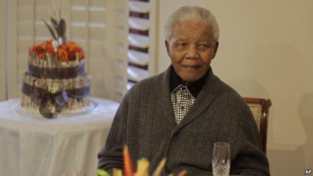 Cựu Tổng thống Nam Phi Mandela trong ngày sinh nhật mới đây, 18/7.