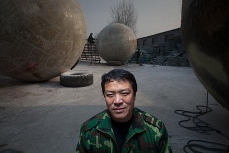Xem bên trong tổ kén thoát tận thế của Liu: