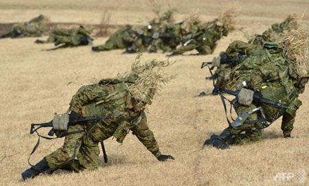 Bộ binh thuộc lực lượng phòng vệ nhật trong một cuộc diễn tập.