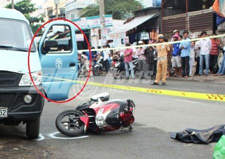 Tài xế thiếu quan sát khi mở cửa gây tai nạn chết người