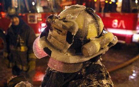 """""""Méo mặt"""" vì cứu hỏa trong cái lạnh đóng băng ở Mỹ"""