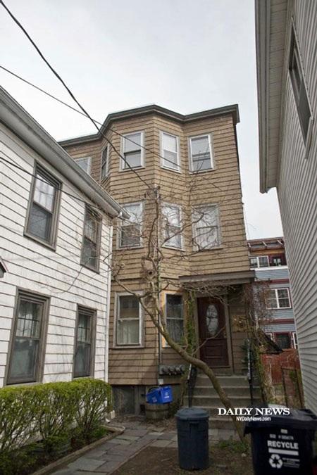 Đột nhập nhà 2 anh em nghi phạm đánh bom Boston
