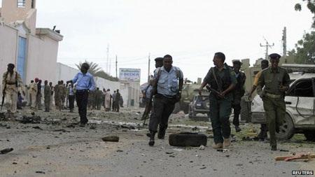 Giới chức an ninh đã nhanh chóng tới hiện trường sau vụ nổ.