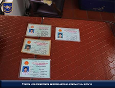 Chứng minh thư của các thuyền viên (ảnh: SENAN)