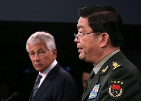 Lãnh đạo quân sự Trung-Mỹ trong cuộc họp báo chung tại Lầu Năm Góc ngày 19/8.