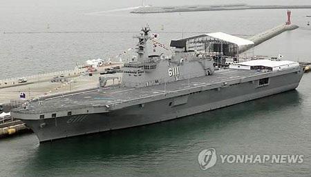 Tàu tấn công lưỡng cư Dokdo, tàu chiến lớn nhất của Hàn Quốc.