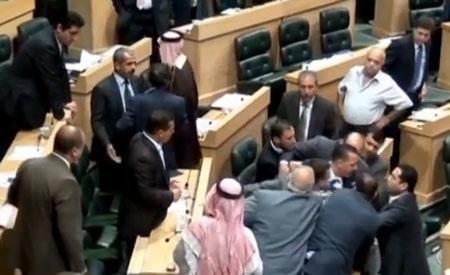 Súng nổ sau cuộc tranh cãi nảy lửa của các nghị sỹ tại quốc hội Jordan.