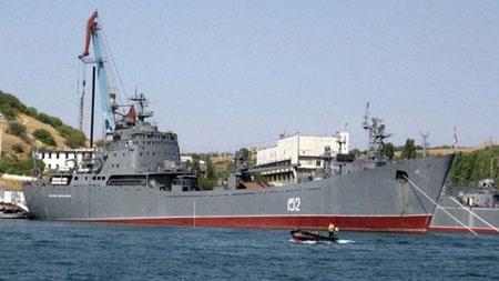 """Tàu đổ bộ Nikolai Filchenkov sẽ vận chuyển """"chuyến hàng đặc biệt"""" đến cho Syria?"""