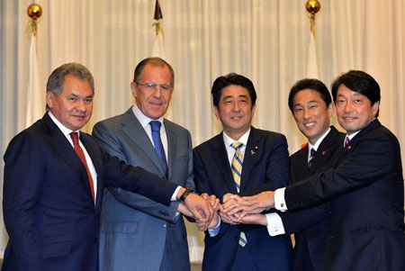 Nhật bắt tay với Nga về an ninh, quân sự