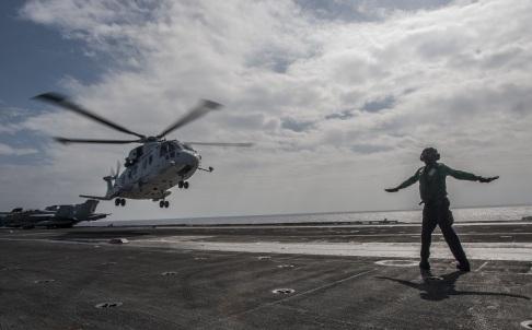 Hải quân Nhật đã triển khai 2 tàu chiến và 1 trực thăng trong cuộc diễn tập.