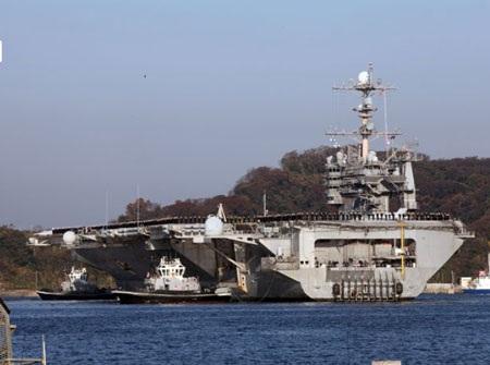 Tàu George Washington neo đậu tại căn cứ của Mỹ ở Nhật ngày 5/12.