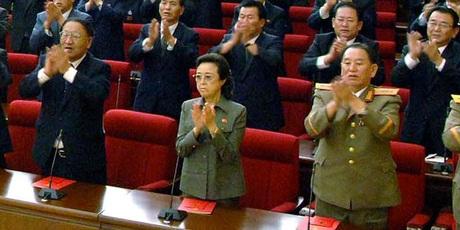 Cô của ông Kim Jong-un (giữa) nắm giữ nhiều vị trí cấp cao trong chính quyền Triều Tiên.
