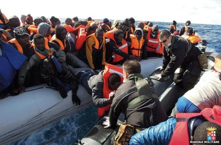 Hải quân cứu hơn 1.100 người trên biển một ngày
