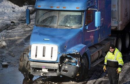 Trong khi đó, 30 chiếc xe đã đâm nhau liên hoàn trong vụ tai nạn thứ hai.