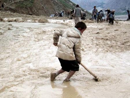 Giới chức trách cho rằng các nạn nhân khó có thể sống sót dưới lớp bùn sâu tới nhiều mét.
