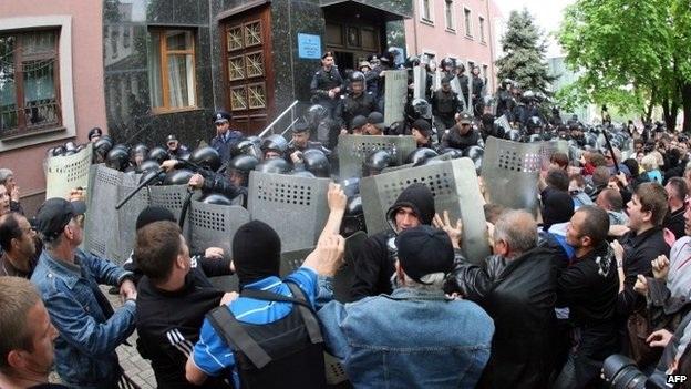 Người biểu tình Ukraine chiếm cơ quan công tố vùng Donetsk